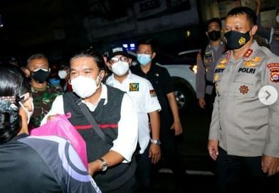 Sekda Banten Bersama Forkopimda Patroli Bagikan 15.000 Paket Bansos