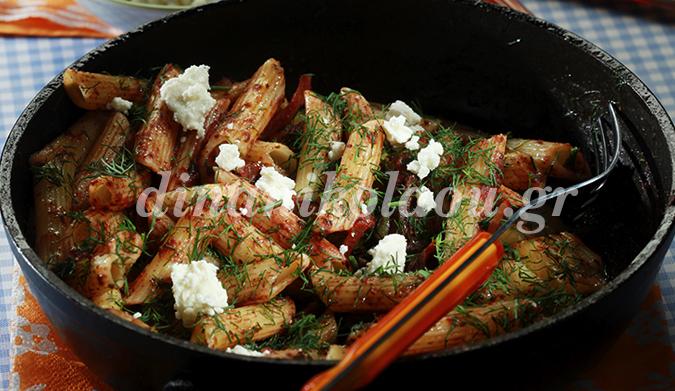 Πένες πικάντικες με σάλτσα ελιάς και ανθότυρο