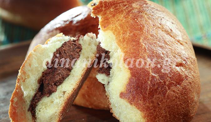 Τσουρεκάκια γεμιστά με γκανάζ σοκολάτας σε άρωμα ΜΕΤΑΧΑ