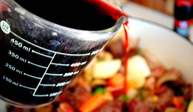Κρασί στην κατσαρόλα