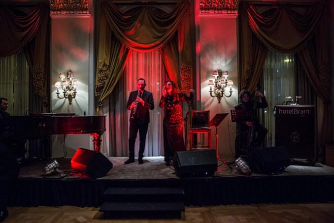 Ο κορυφαίος σολίστας κλαρίνου κος Θανάσης Βασιλόπουλος ανέλαβε τη μουσική επένδυση της βραδιάς