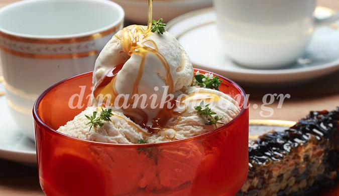Παγωτό με ανθότυρο και μέλι