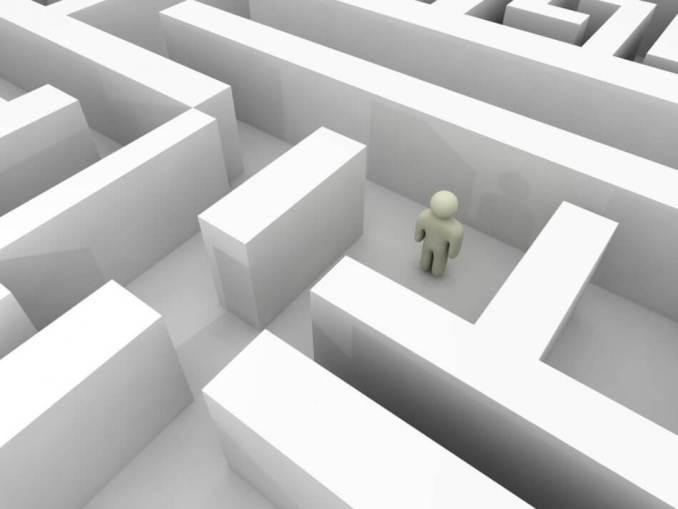 gambar kartun vektor labirin putih dengan orang tersesat ditengah labirin