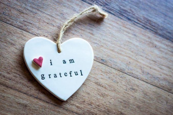 bersyukur, tulisan i am grateful, gantungan love hati