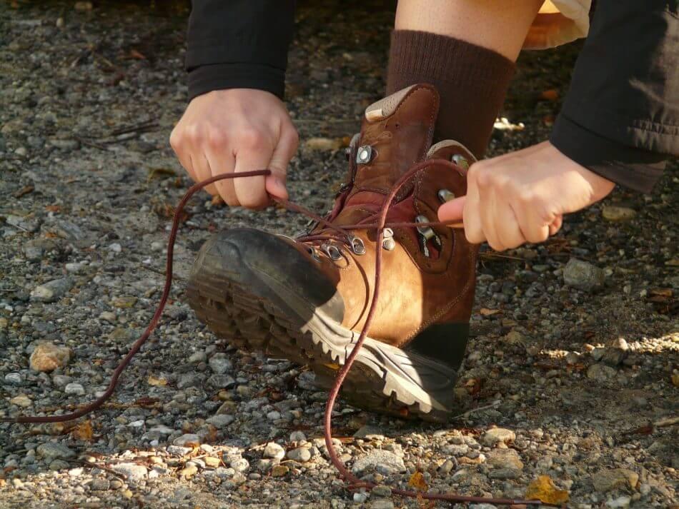 You are currently viewing Inilah Berbagai Cara Mengikat Tali Sepatu yang Unik, Gaul, dan Keren