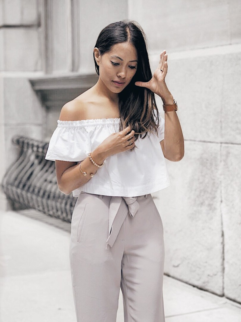 Look styled with clothing from Aritzia
