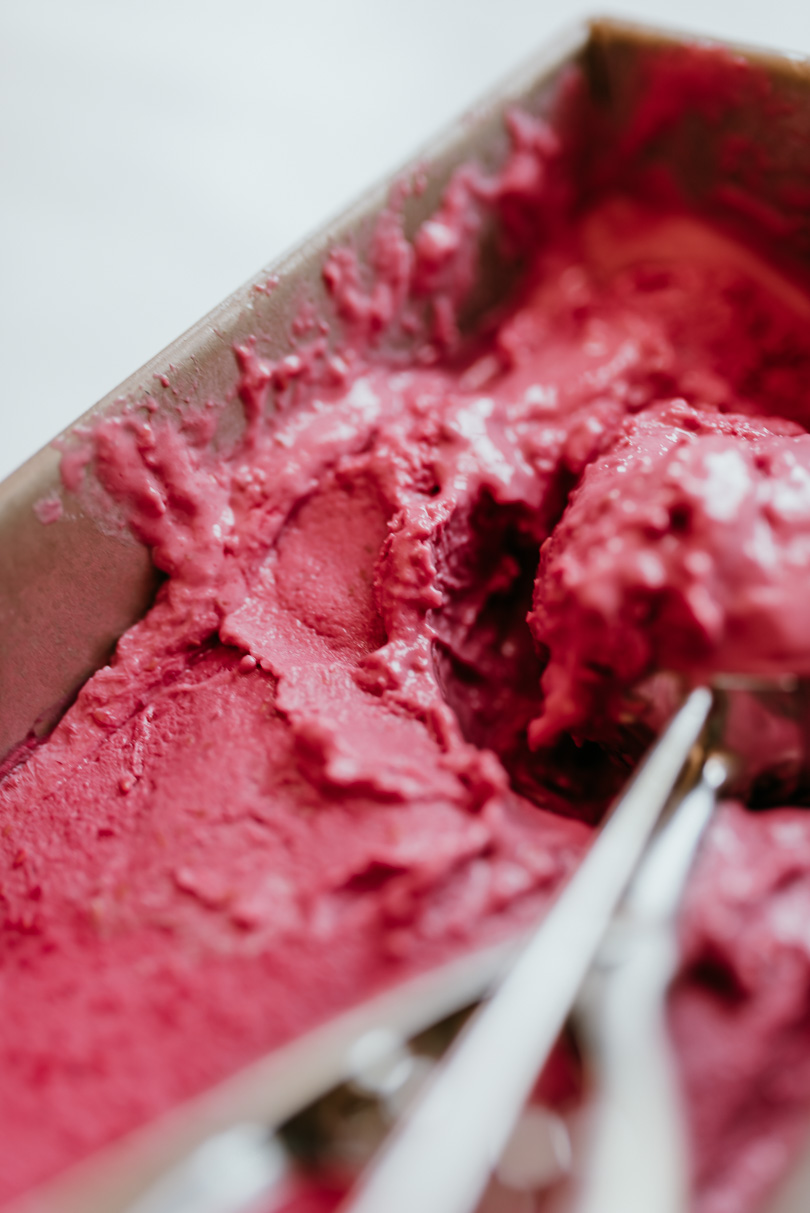 easy raspberry frozen yogurt