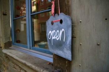 open-208368_1280