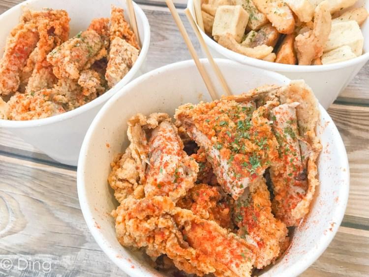 台南中西區美食 南大周邊美食,碗裝香料雞排,大推迷迭香草、黑胡椒雞排,五妃街「香草亭奇雞排」。