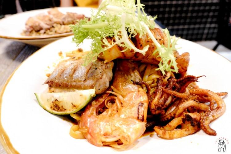 台南中西區餐廳 府前路上,是早午餐也是老屋餐酒館的「飲食客In Stock」,白天與夜晚各有不同菜單,適合三五好友聚餐聊天。