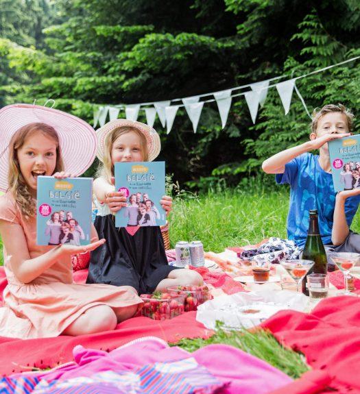 Kinderen zijn blij met het nieuwe boek van de Dingenzoekers