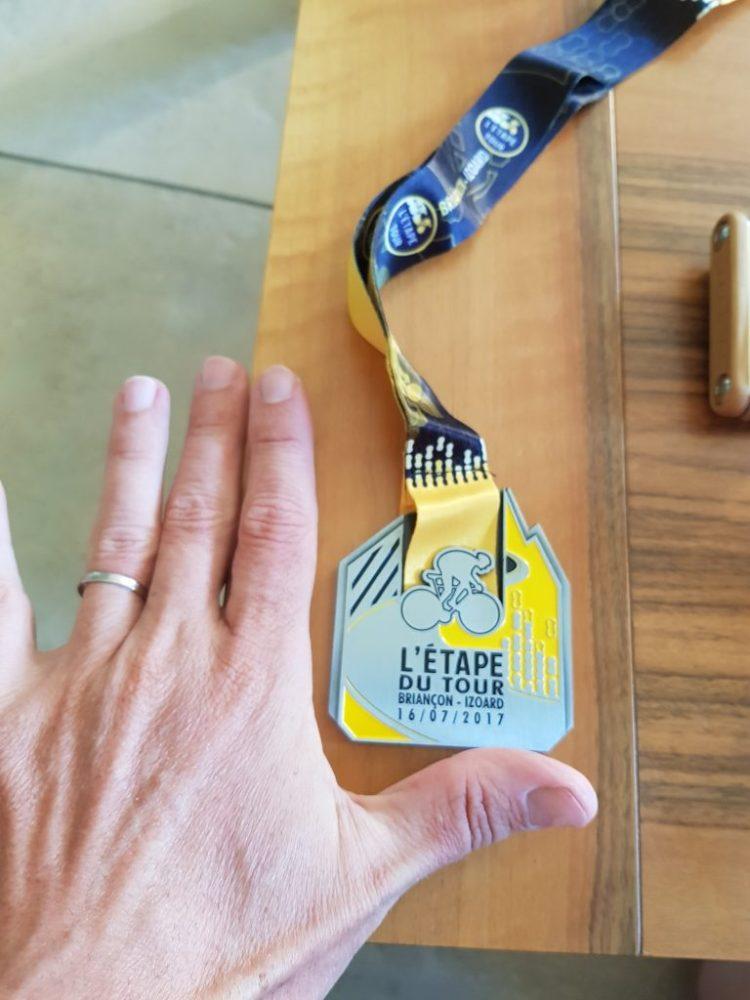 Etape du Tour 2017 - L'énorme médaille de finisher 2017