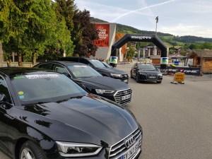 Dingue de vélo - les Audi accompagnant la course !
