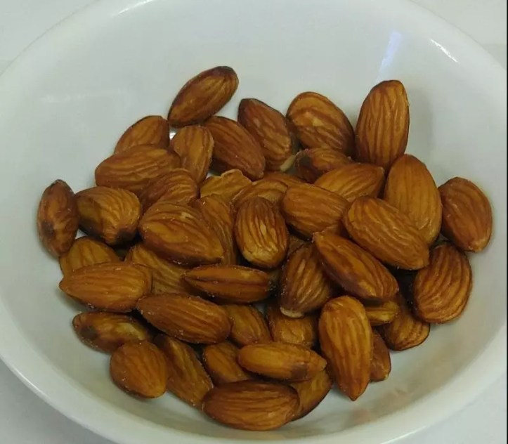 A bowl of almonds
