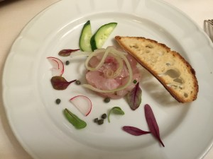 Sea bream tartar