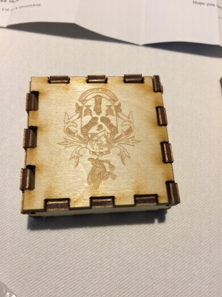 puzzle makes a box