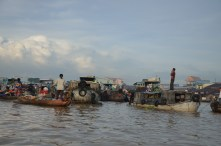 Early morning exploration of the floating markets around Cai Rang