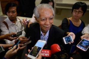 Former political activist Kassim Ahmad © speaks to journalist outside the Kuala Lumpur High Court in Kuala Lumpur on January 6, 2015. The Malaysian Insider/Najjua Zulkefli