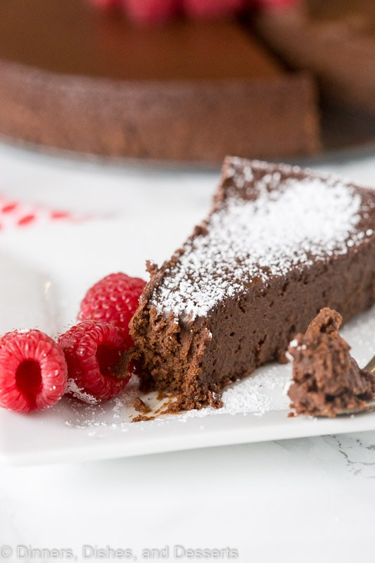 easy flourless chocolate cake with berries