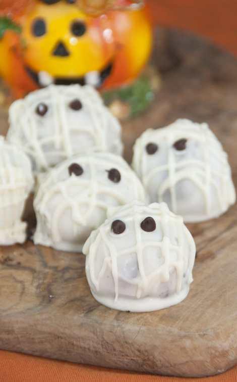 Halloween-Mummy-Oreo-Truffles-Recipe-1