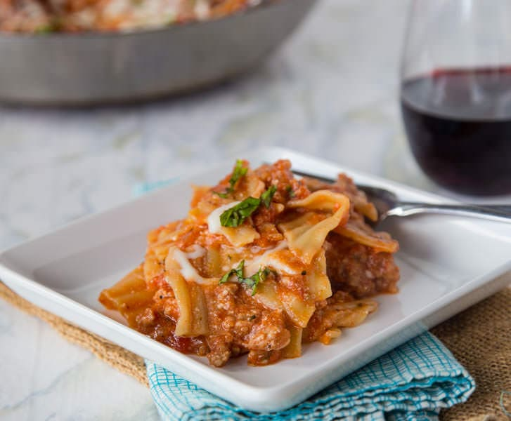 Easy Weeknight Lasagna {Dinners, Dishes, and Desserts}