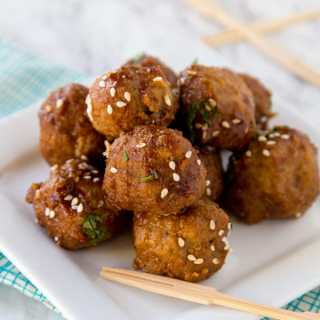 Crock Pot Honey Garlic Meatballs - super tender meatballs that simmer in a delicious honey garlic sauce. Great for an appetizer or over rice for dinner.