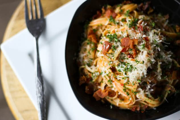 Creamy Tomato and Bacon Linguine {Foodie with Family}