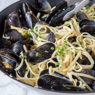 Steamed mussels - an easy mussels recipe for any night of the week.
