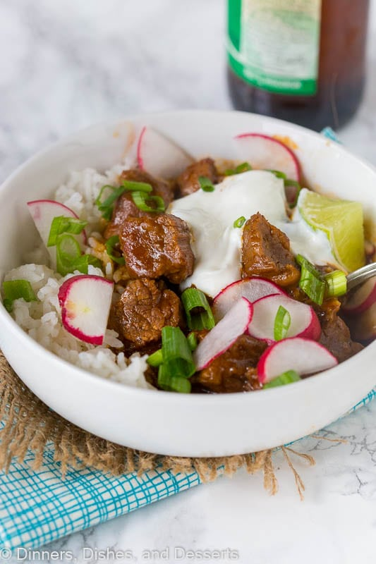 Texas Chili Recipe - An easy weeknight version of Texas Chili. Hearty, comforting, and definitely a crowd pleaser.