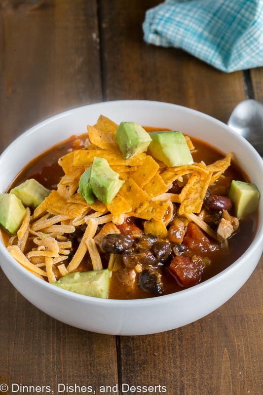 Chicken Enchilada Soup - get all the flavor of your favorite chicken enchiladas in a hearty soup you can make in minutes!