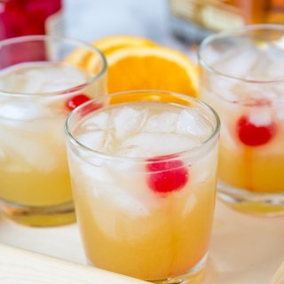 Whiskey Sour Recipe - a classic whiskey cocktail that is sweet and tangy and delicious. Super easy to make and great for any occasion.