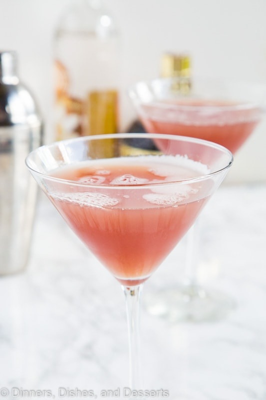 French Martini Recipe - This classic cocktail with pineapple juice, vodka and Chambord liqueur. It is sweet, tart, and absolutely delicious!