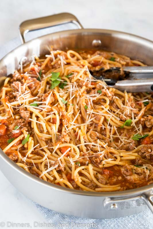 One Pot Spaghetti with Meat Sauce - classic spaghetti with meat sauce that comes together in just minutes all in one pan!