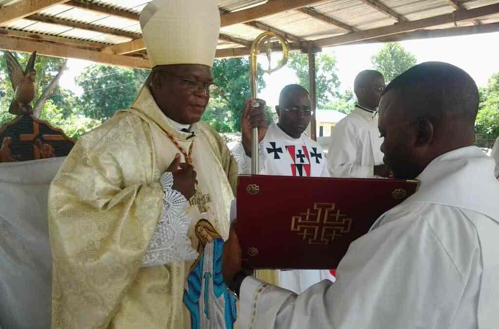 Décret Portant admission à l'ordre sacré du diaconat.