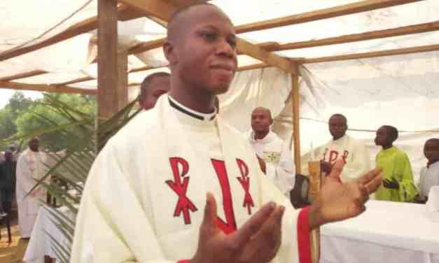Monsieur l'abbé Yves Ilapi célèbre ses prémisses à Saint Mukasa