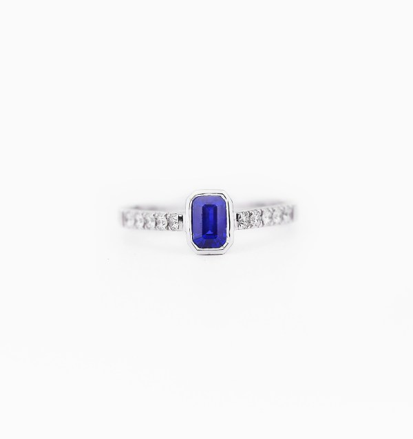 blue-sapphire-diamond-engagement-ring-style-00