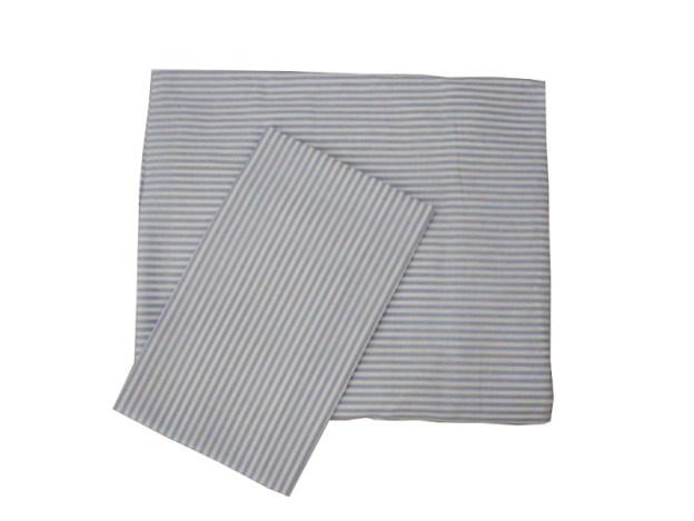 lençol de berço de elástico e fronha dobrados listrado azul e branco