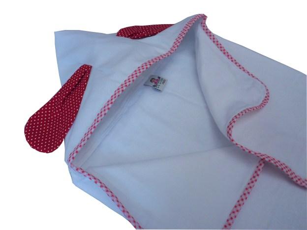 toalha fralda com capuz branco e orelhas infantil vermelha de bolinhas brancas