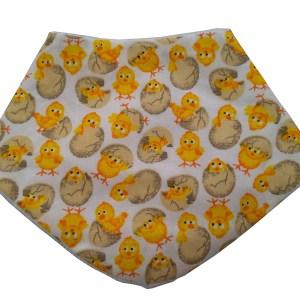 babador bandana estampado pintinhos amarelos