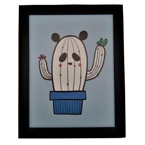 quadro moldura preta com gravura infantil de panda em formato de cactus