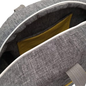perspectiva de mala em tecido cinza com alça curta