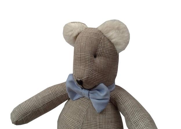 urso teddy xadrez bege príncipe de gales com gravata borboleta azul