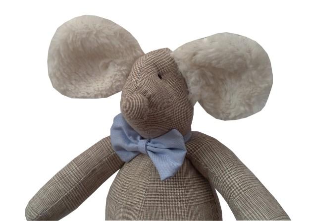 ratinho de pano xadrez bege príncipe de gales com gravata borboleta azul