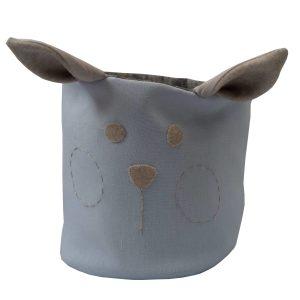 cesto organizador em tecido azul com orelhas e carinha bordada à mão