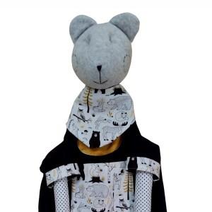 porta-treco em forma de urso cinza com detalhes em preto, branco e amarelo