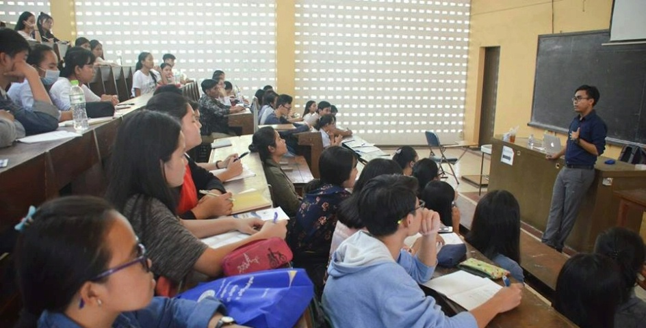 Students attend a Fulbright event