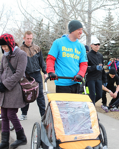 Calgary Consul General Peter Kujawinski participates in the Run for Boston with his family (via US Embassy Ottawa/FB)