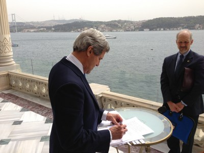 U.S. Secretary of State John Kerry prepares with his Deputy Chief of Staff, William C. Danvers, for a joint press availability in Istanbul, Turkey, April 7, 2013. [State Department photo/ Public Domain]