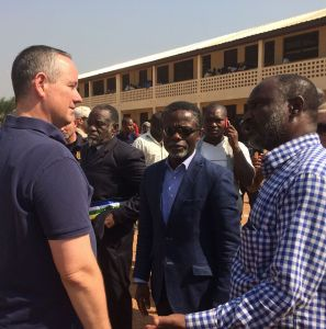 At PK5, the flashpoint Muslim district of the capital Bangui, Ambassador Jeffrey Hawkins, SRSG Parfait Onanga-Ayanga, and the mayor of the 5th arrondissement Atahirou Balla Dod visited the voting station, where they commended those who participated despite the difficulties.