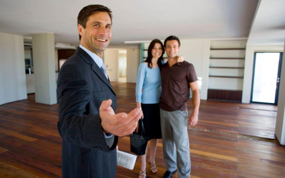 ¿Qué hace un corredor de bienes raíces?
